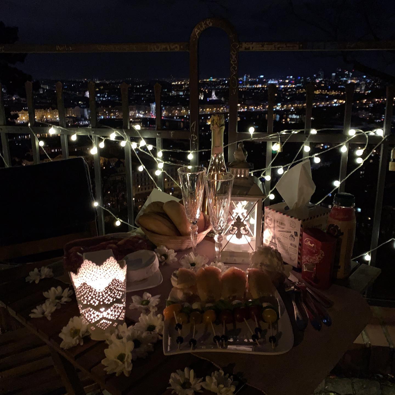 Romantic surprise in Prague